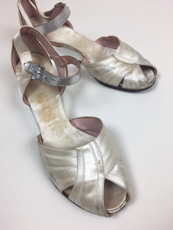 Vintage 1930s Silver SATIN Wedding Dance Shoes /
