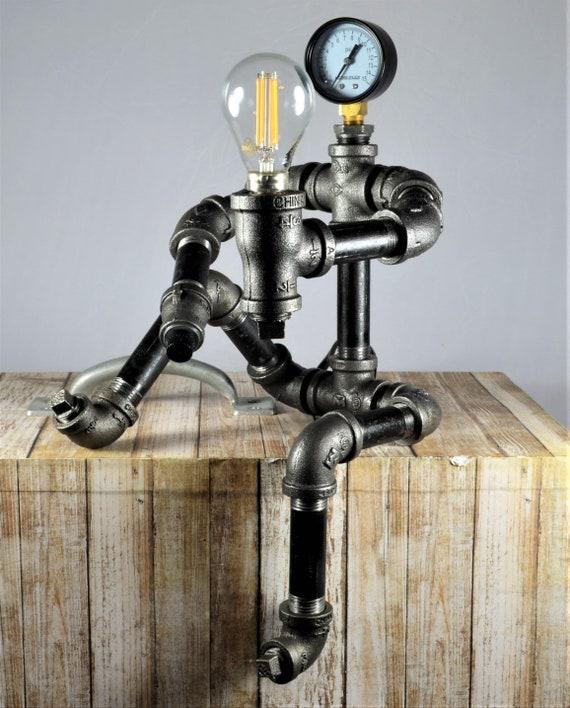 lampe de fer tuyau robot plomberie tuyau robot robot lampe. Black Bedroom Furniture Sets. Home Design Ideas