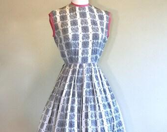 615ef7e4ac7f Vintage 50s New Look Dress Size XXS. Pink   Grey Wedding Guest Dress.  Paisley Silk Dress. Novelty Crest Print Mad Men Dress Rockabilly Dress