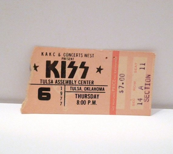 """3/"""" PINBACK BUTTON NEVER USED KISS  GUITARIST PAUL STANLEY 1977  SCARCE"""