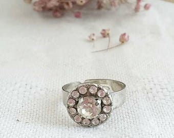 Solitaire ring with jewel button
