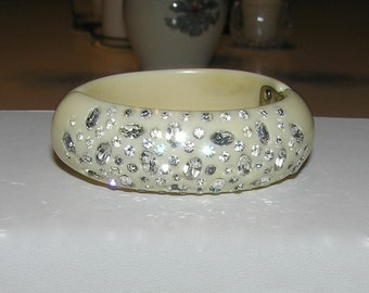 Weiss Style Sparkling Thermoset Clamper Bracelet