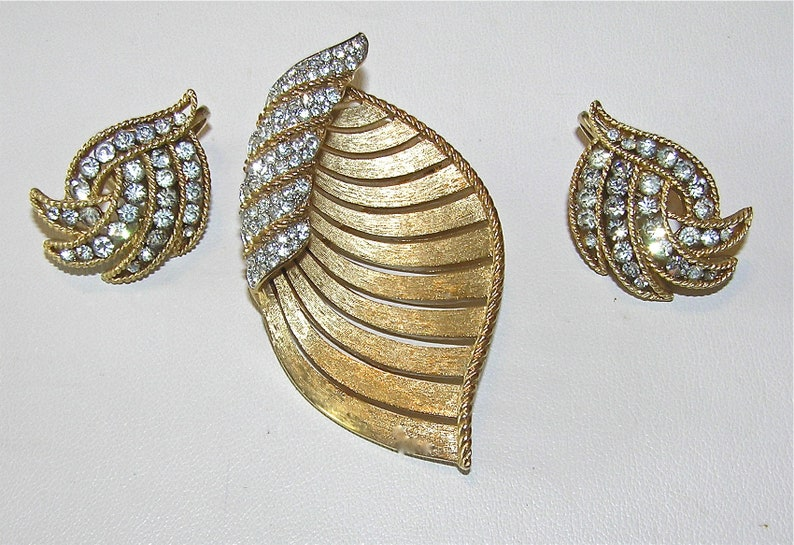 25/% off SALE TRIFARI Older Stylized Leaf Brooch and Earrings with Pave Set Rhinetones