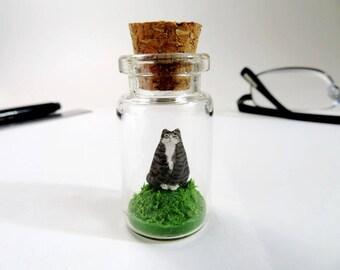 Miniature Cat Sculpture Cat Owner Gift Boss Cat Tabby Figurine Diorama Cat King Cat Desk Decor Table Miniature Animal Wise Cat lover Gift