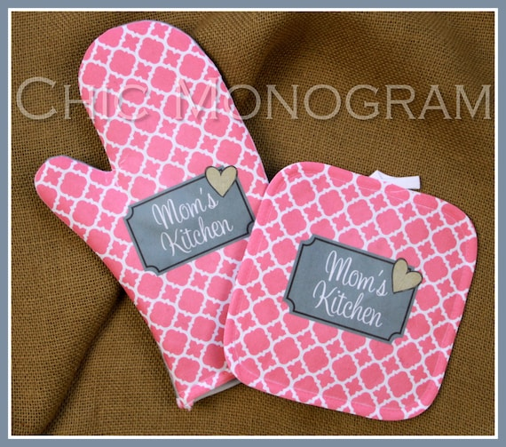Gifts for Mom Gifts Oven Mitt Pot Holder Monogrammed Gift Set Mothers Day Personalized Oven Mitts Cooking Gift Kitchen Monogrammed Custom