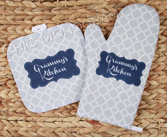 Gift for Grammy Oven Mitt Pot Holder Monogrammed Gift Set Personalized Oven Mitts Gifts for Mom Kitchen Decor Cooking Gift Custom