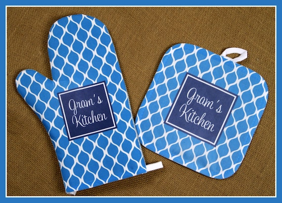 Christmas Gifts for Grandmothers Personalized Oven Mitt Custom Pot Holder Monogrammed Kitchen Personalized Oven Mitts Gifts for Mom