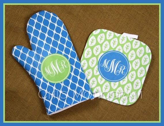 Monogrammed Gifts for Mom Oven Mitt Pot Holder Monogrammed Gifts Personalized Oven Mitts Custom Mothers Day Housewarming Gifts for Cooks