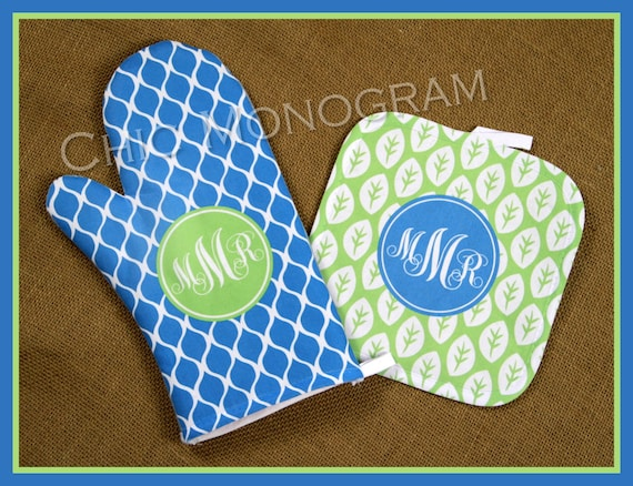 Gifts for Mom Monogrammed Oven Mitt Pot Holder Gift Set Personalized Oven Mitts Gifts for Mom Decor Dining Cooking Gifts Custom