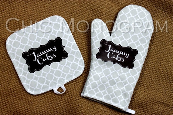 Baking Gifts for Mom Oven Mitt Pot Holder Monogrammed Gift Set Personalized Oven Mitts Cooking Gift Ideas Bakery Cooking Gift Ideas
