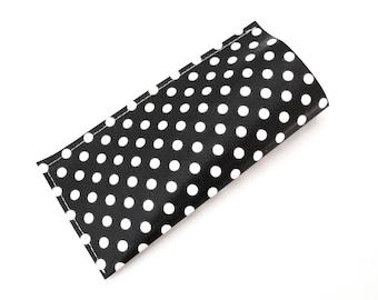 Pill case / pillbox woman black and white polka dot