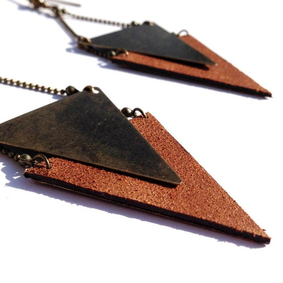 """Golden brown Sheen leather earring / triangle metal bronze CHEYENNE - Collection """"Indian summer"""""""
