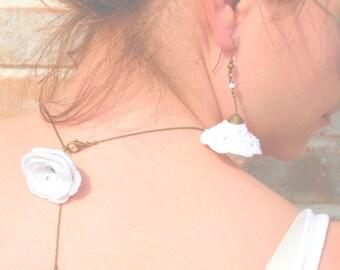 """Collier de dos CAPUCINE fleur au crochet Blanc- Bijoux Mariage /Cérémonie /Robe de soirée/ fantaisie- Collection Printemps """"Gypsy Chic"""""""