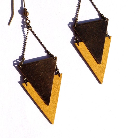 "Earrings triangle yellow metal leather bronze - geometric, ethnic jewelry and chic - model CHEYENNE - Collection ""Indian summer"""