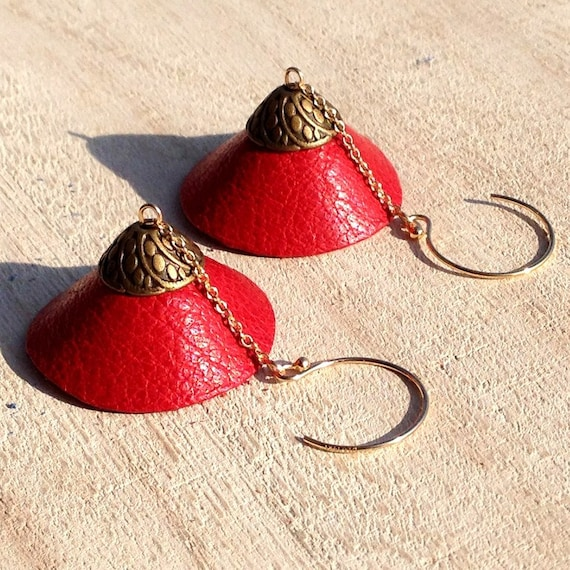 """Stud Earrings in 14K gold, dome red leather TEEPEE - Collection """"Indian summer"""""""
