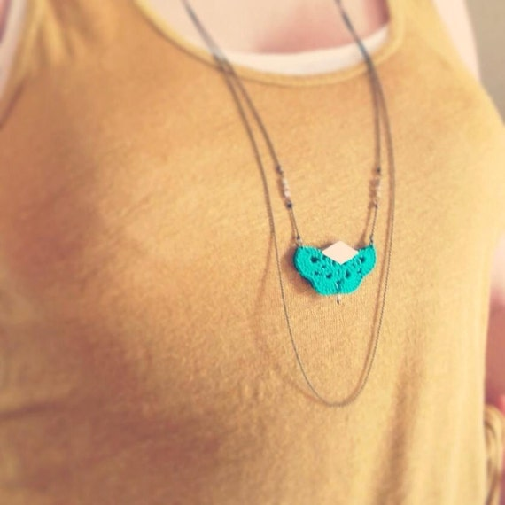 """Green crochet necklace / gold leather AEMULA - fan leather hook - jewelry Boho wedding /Quotidien - """"Gypsy Chic"""" Collection"""