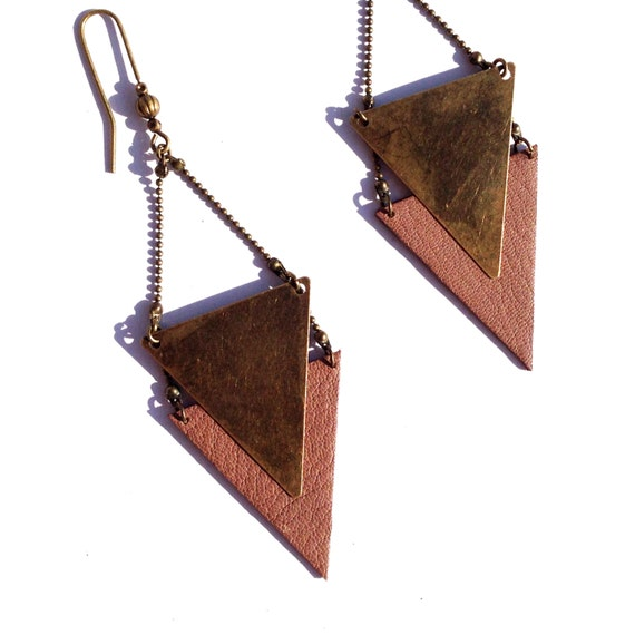 """Earring graphic Brown taupe leather / metal triangle bronze CHEYENNE - Collection """"Indian summer"""""""