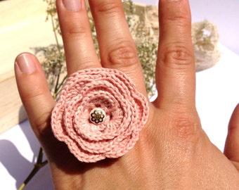 """Bague CAPUCINE fleur crochet Rose Poudrée - Bijoux boho Mariage Cérémonie Quotidien -  Collection Printemps 2015 """"Gypsy Chic"""""""