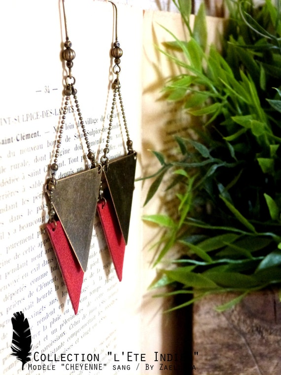 Red leather triangle earring - model CHEYENNE - Al Indian summer.