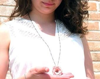 """Collier fleur rose poudrée - crochet perle métal bronze CAPUCINE - Bijoux boho / hippie - Cérémonie Mariage - Collection """"Gypsy Chic"""""""