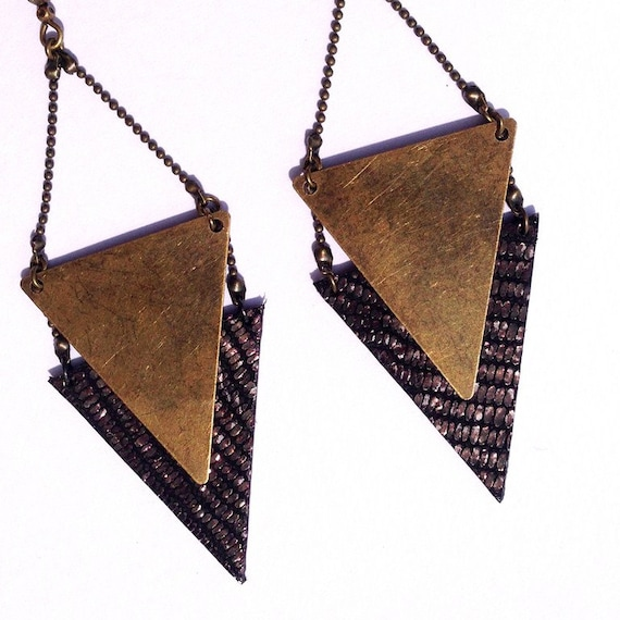 """Earring gold black / gold metal triangle CHEYENNE / leather - Collection """"Indian summer"""""""