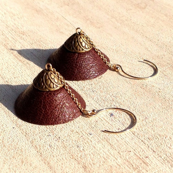 """Stud Earrings in 14K gold, dome TEEPEE - Collection """"Indian summer"""" brown leather"""