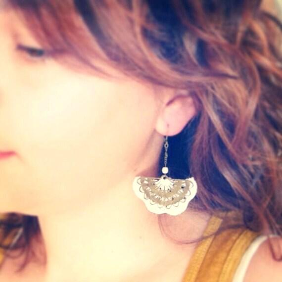 """White crochet earrings / fan metal ALBIZIA - Boho wedding /Quotidien crochet jewelry - """"Gypsy Chic"""" Collection"""