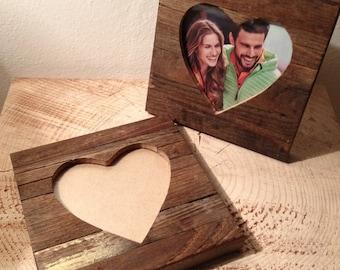 Cornice a cuore in legno di recupero