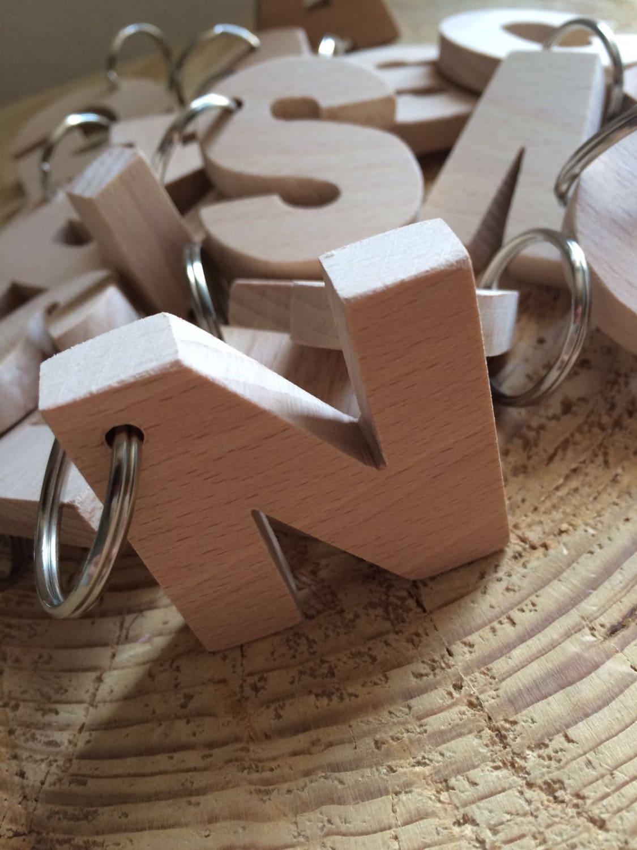Portachiavi in legno a forma di lettera o numero