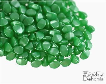 50 pcs Pearl Shine Green Czech Glass Pinch Beads Classic 5x3,5 mm (10158)