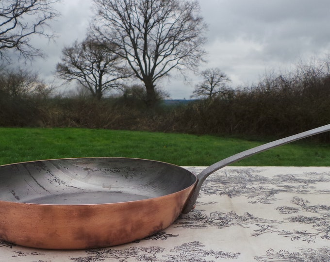 French Antique Copper 26 cm Frying Saute Pan Cast Iron Handle Old and Dependable Heritage Copper 1.6mm Copper Normandy Kitchen
