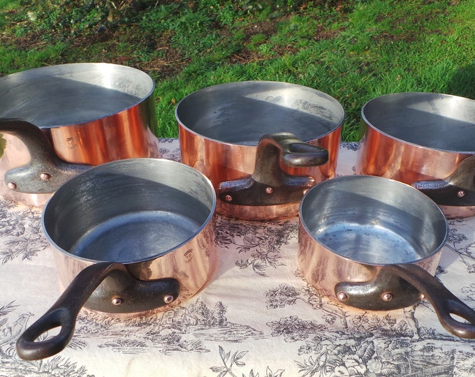 YG of Villedieu Vintage French 2.1-2.5mm Set Five Graduated France Copper Pans Exceptional Pans Restaurant Quality Factory Tin