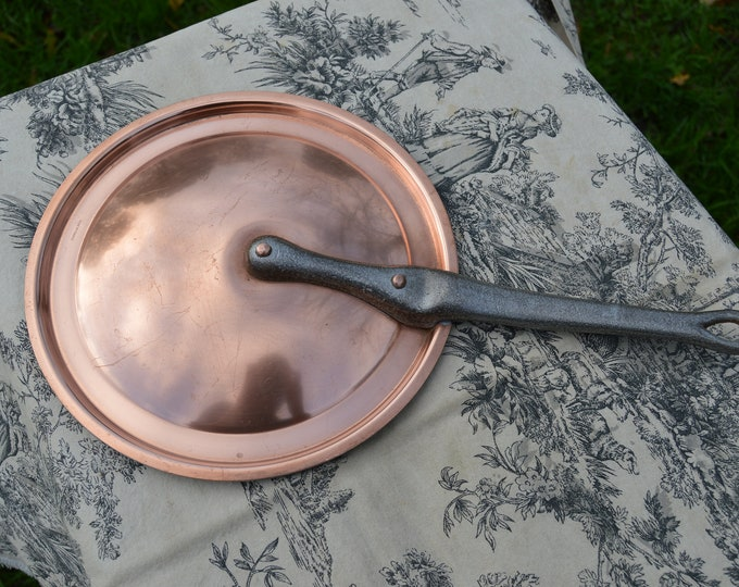 """Vintage French Copper 22cm 85/8"""" Diameter 751 grams 1 lb 10.5 ozs Fitted Splash Lid Copper Rivets Cast Iron Handle Made in France"""