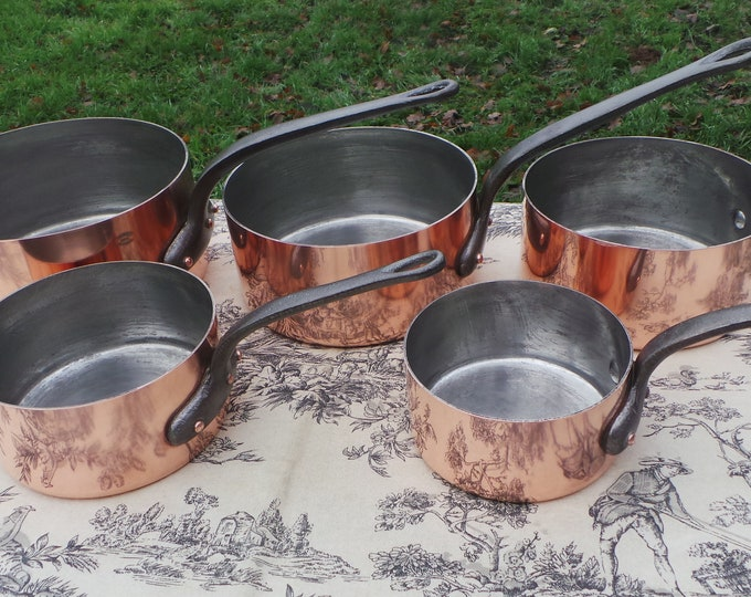 Havard of Villedieu Copper Pans Set Five Vintage French Hammered Bottom 1.5mm Copper Graduated Pans Cast Iron Handles Exceptional Tin Lining
