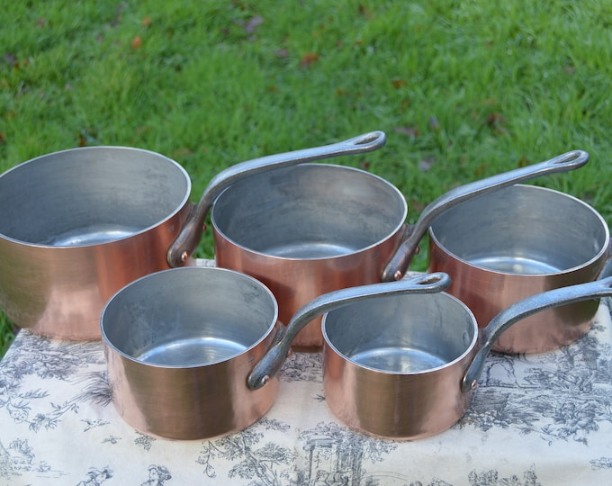 Copper Pans 2.6-3mm 14cm-22cm Vintage French Professional Graduated Pans Set of Five Cast Iron Handles Tin lined Interiors Lightly Hammered