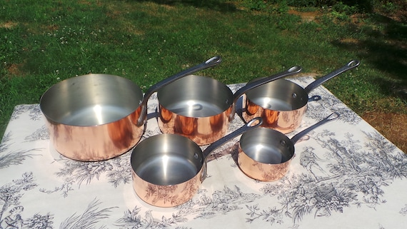 Copper Pans Les Cuivres de Faucogney Set of Five Vintage French Copper Professional Graduated Pans Cast Iron Handles 10-18cm Excellent