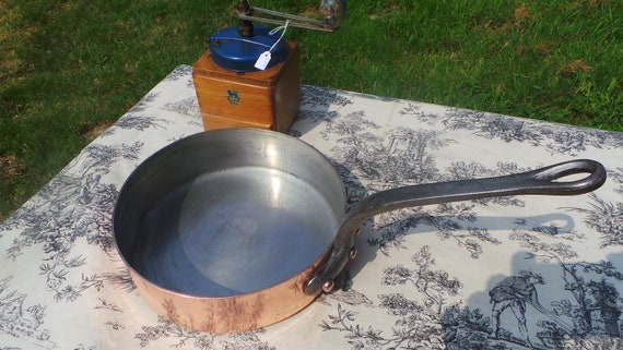 Dehillerin Pan 2.5mm Sauté Good Tin French Antique Copper Pan Cast Iron Handle Stamped Saute Pan Magnificent Manufacture Normandy Kitchen