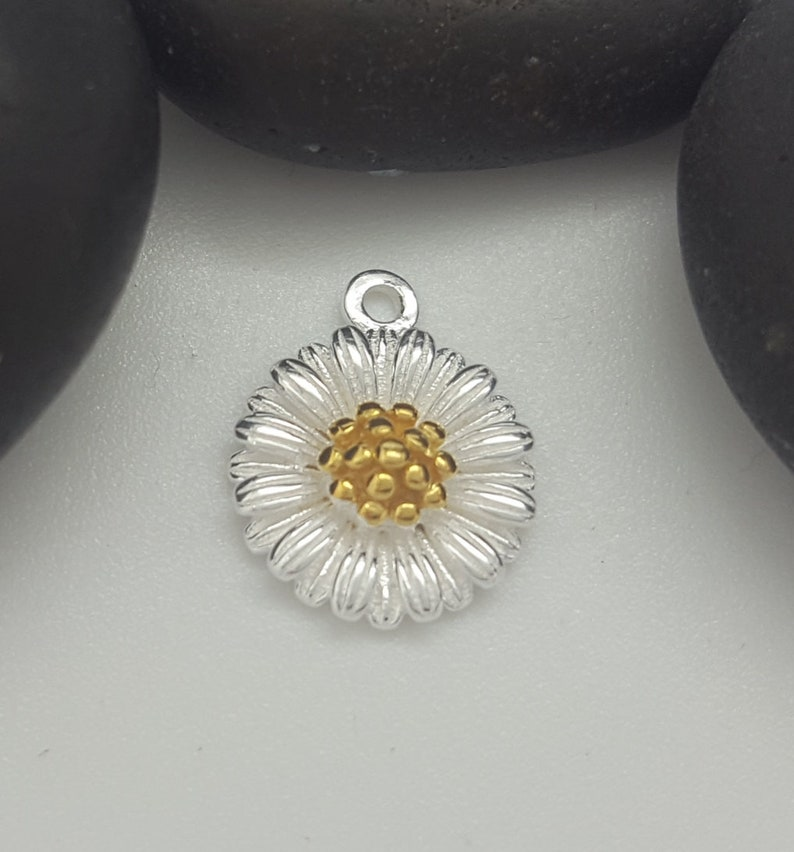 sterling silver daisy pendant sterling silver daisy charm pendant with gold centre solid silver daisy flower charm