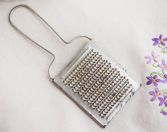 Nutmeg grater_white metal_citrus zester_little grater_cheese chocolate_mid-century kitchen_small utensil_for traveling_primitive rustic