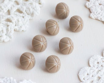 Gray beige buttons_small round buttons_set of seven_crossed line pattern_diameter 15 mm 0.6''_shank buttons_vintage retro plastic buttons