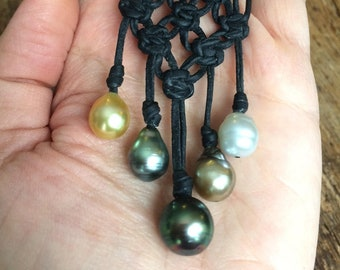 Tahitian pearls and australian pearls necklace for woman. Leather necklace with macramé knots.