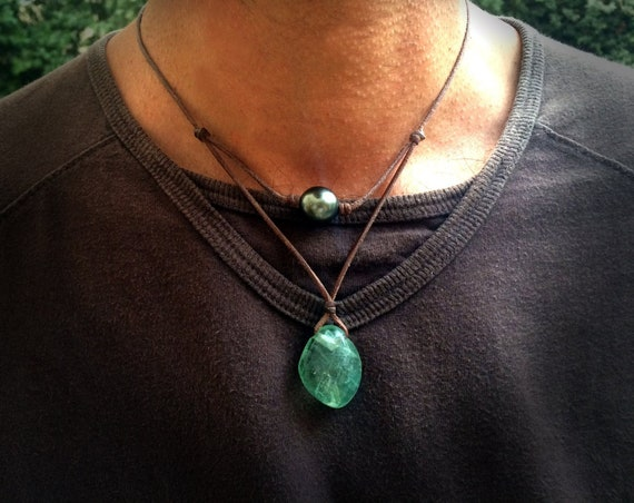 Tahitian pearl and green fluorite necklace for man or women on leather.