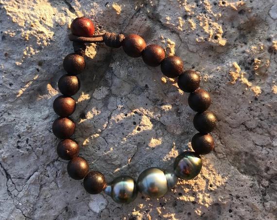 Tahitian Pearls, woman bracelet. Three tahitian pearls surrounded of brown sandalwood beads. One of a kind bracelet !