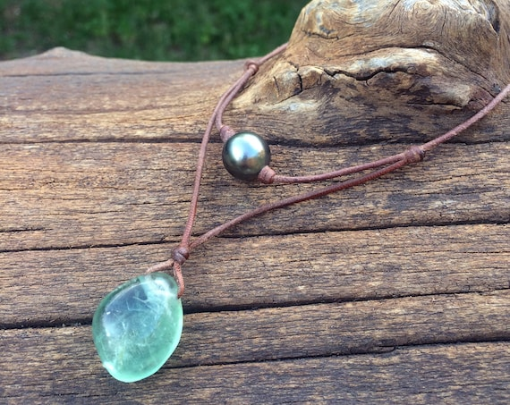 Tahitian pearl and green fluorite necklace on leather. Necklace for men or women.