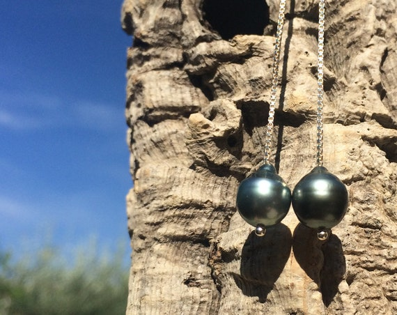 Tahitian pearls on silver wire, dangling earrings for women - sterling silver - minimalist chic style