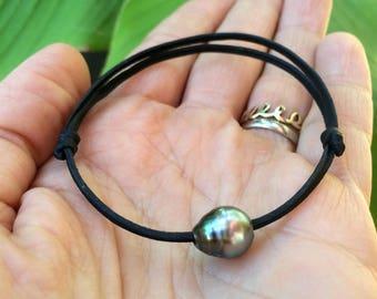 Tahitian pearl, unisex bracelet, hand rolled leather, adjustable size, black pearl bracelet, leather pearl bracelet