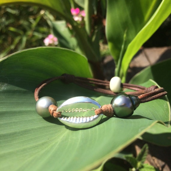 Bracelet with two black tahitian pearls. Adjustable bracelet, unique bracelet, surfer style