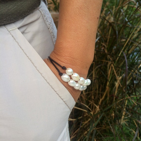 White freshwater pearls on leather - women feminine and chic bracelet