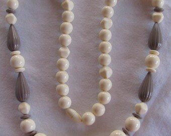 """Totally Retro Taupe and Cream Plastic Beaded Necklace, 28"""", Big Chunky Beads"""