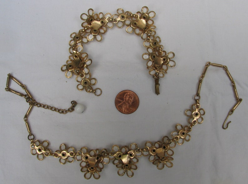 Gold Bordered White Petal Flowers with Rhinestone Center Adjustable Length Necklace and Matching Bracelet Lovely 1960/'s Floral Demi Parure